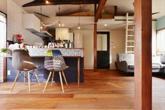 1階に仕事場、2階は明るく心地よいリビングを。子育てしながら仕事ができる住まい