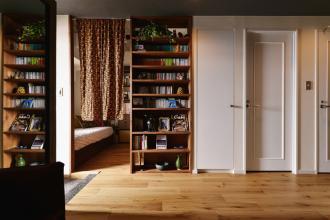 落ち着いた書斎とすっきり収納が実現。4年越しの納得の住まいが完成