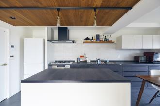 壁付けキッチンのかっこよさを追求したお部屋