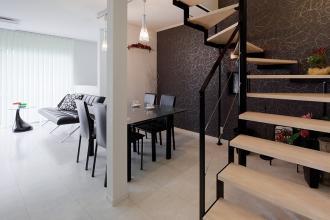スタイリッシュな階段が住まいのポイント