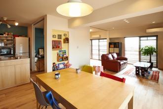 子ども部屋を組み込んだLDKスペース 海外の暮らしが息づく住まい。
