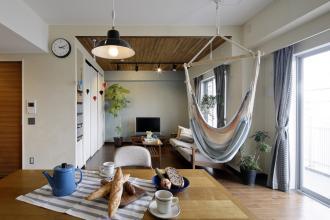 こどもと楽しめるインドアガーデン、爽やかなカフェ空間。(マンション)