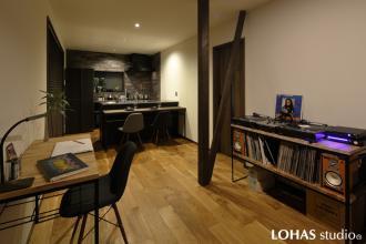 大人の男が暮らす家 -アイアン家具と造る、無骨なリラックス空間-