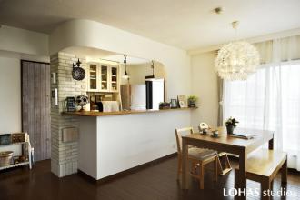 柔らかな曲線を描くキッチン
