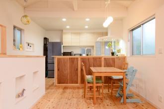 狭小住宅を明るく広々とした住まいへリノベーション