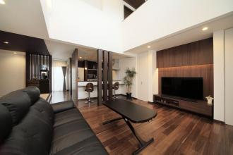 外観は純和風。本家の良さを残しながらモダンテイストを取り入れた明るく開放的な家。