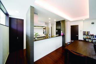 アイランドキッチンと間接照明リノベーション