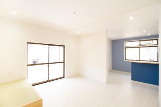 明石市 「小上がりの畳スペースの家」