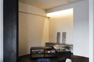 素材で仕切る現代の和室。